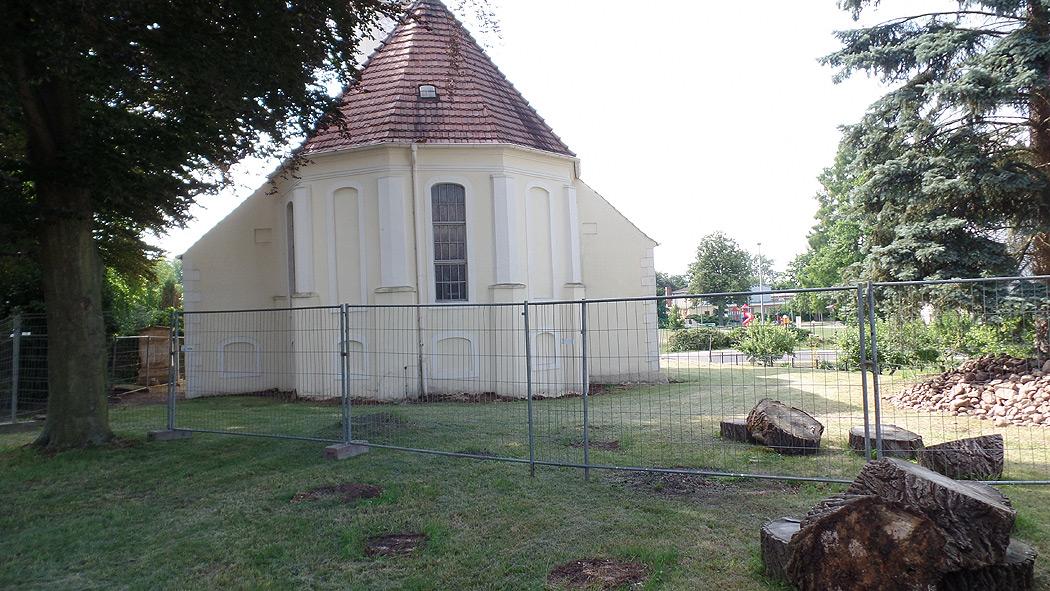 Trinitatiskirche Gablenz Sanierung Kirchenschiff Einzäunung Juli 2021