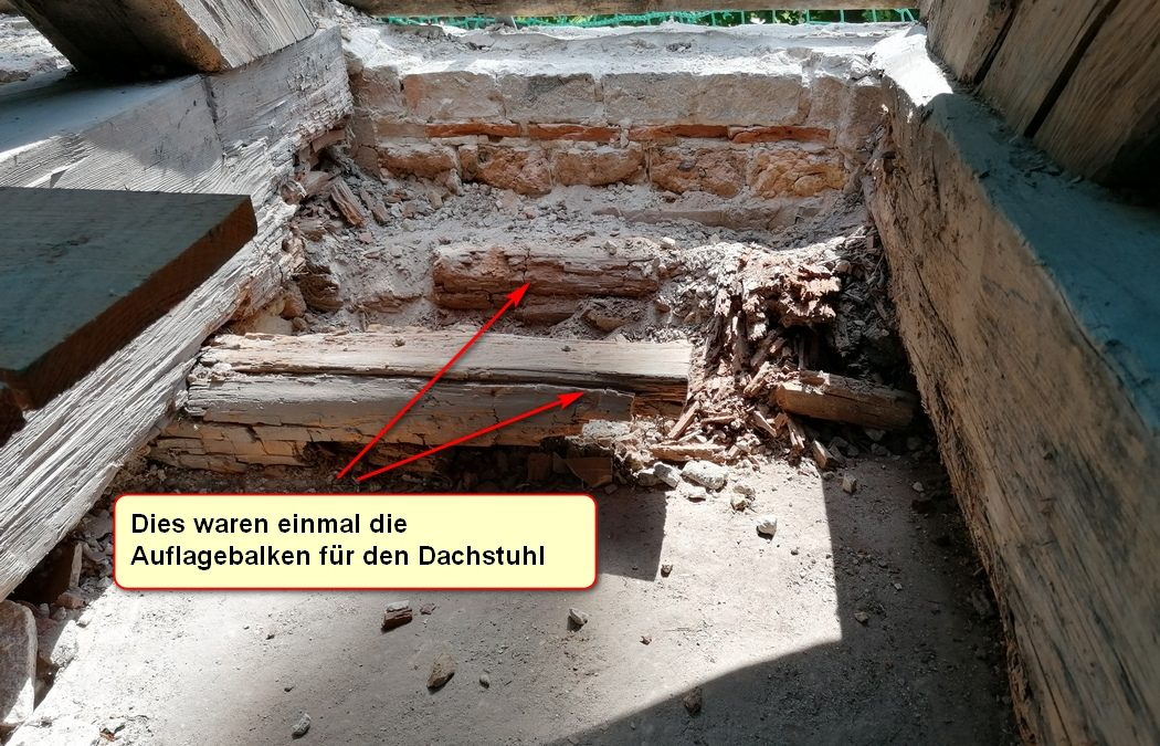 Beräumung des Dachstuhles